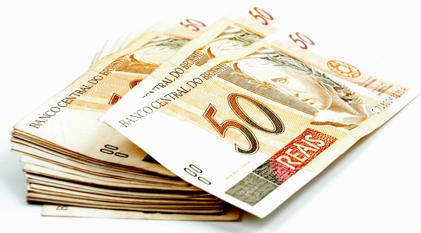 Ministro anuncia que piso salarial de professores será de R$ 2.298,80